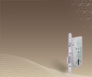 Vészkijárati és pánikajtókban egyaránt használható minősített bevéső zárak teli ajtókhoz.
