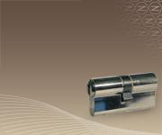 Belépő szintű biztonság, az alapvető nyitás-zárás funkció mellett.